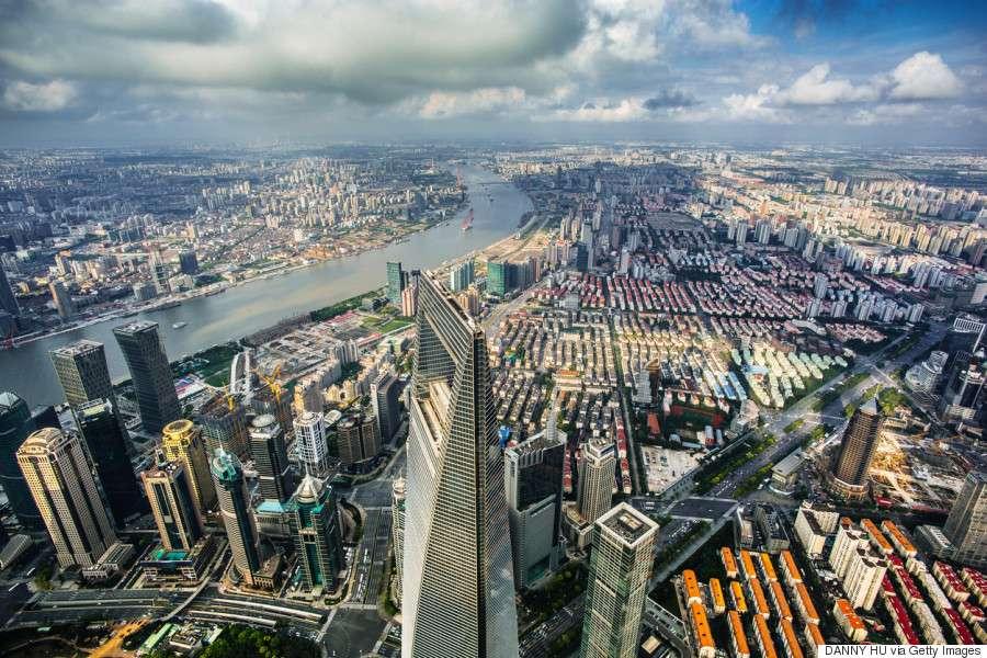 Όμως, ήδη από τις αρχές της δεκαετίας του 2000, η ενίσχυση των χωρών-εργαστηρίων, όπως η Κίνα, οδηγεί σε μία αντιστροφή των οικονομικών δεδομένων.