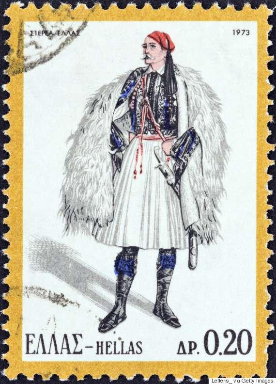 Αντρική φορεσιά της Στερεάς Ελλάδας (1973). Το πιο γνωστό ένδυμα, η φουστανέλα, που τη φορούσαν κυρίως οι αρματολοί και οι κλέφτες, τη καθιέρωσε ο πρώτος βασιλιάς της Ελλάδας Όθωνας ως αυλικό ένδυμα.