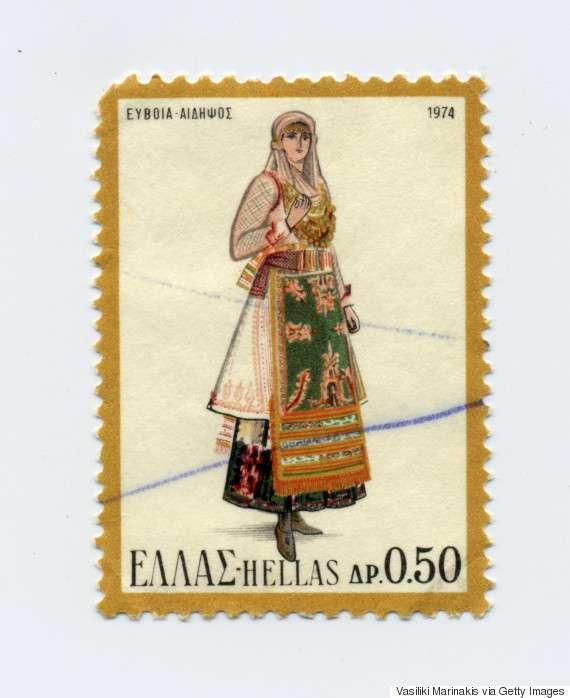 Γυναικεία φορεσιά της Αιδηψού (1974). Η φορεσιά αποτελείται από το πκάμσο, το ζιπούνι, την τσούκνα, το σεγκούνι, την τραχηλιά, το ζουνάρι, την ποδιά, τα καλτσά και τα ποδετά. Ως κοσμήματα συναντάμε το ασημογιόρντανο, τον καρφητσωτήρα, το θηλυκωτάρι και την αρμάθα.