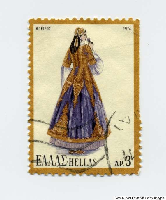 Γυναικεία φορεσιά Ηπείρου (1974). Οι φορεσιές της Ηπείρου χωρίζονται σε πολλές κατηγορίες τόσο ανά περίσταση όσο και ανά περιοχή. Η συγκεκριμένη είναι από τις λαμπρότερες ποικιλίες της γυναικείας φορεσιάς, ιδιαίτερα της αστικής τάξης.