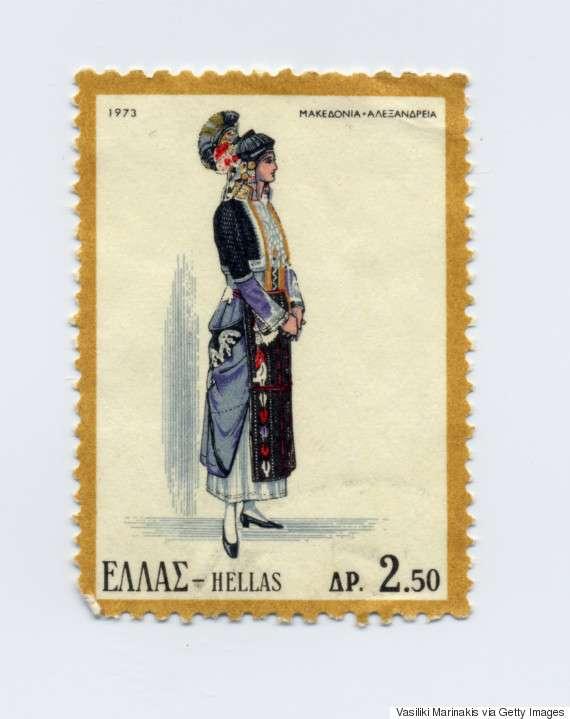 Γυναικεία φορεσιά της Αλεξάνδρειας-Μακεδονίας (1973). Η πανέμορφη και αρχοντική αυτή στολή, θεωρείται από τις αρχαιότερες Ελληνικές ενδυμασίες και έχει καθιερωθεί να ονομάζεται ως «η στολή του Γιδά» (Αλεξάνδρεια Ημαθείας) και να εκπροσωπεί τον γεωγραφικό χώρο της Μακεδονίας.