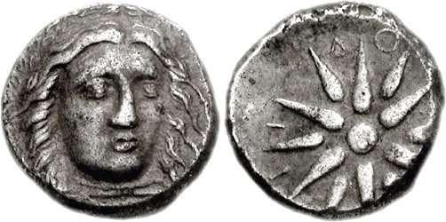 Δραχμή των σατραπών της Καρίας του 4ου αιώνα π.Χ., με την απεικόνιση του Απόλλωνα στη μια όψη, και δωδεκάκτινου άστρου στην άλλη