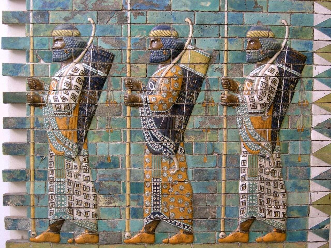 Πέρσες τοξότες. Παράσταση στο παλάτι του Δαρείου, στα Σούσα. Persian Archers at Darius' palace at Susa. Exhibited in Pergamon Museum / Vorderasiatisches Museum in Berlin.