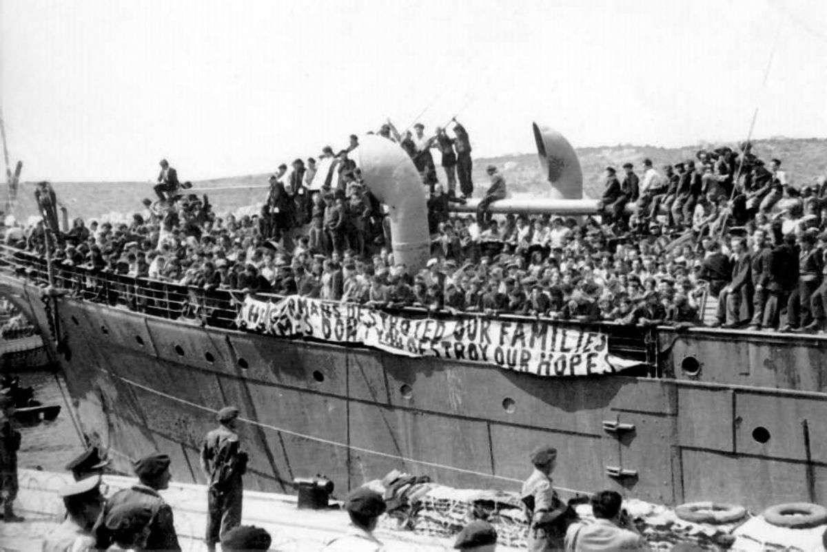 Εβραίοι άποικοι αποβιβάζονται στην Παλαιστίνη