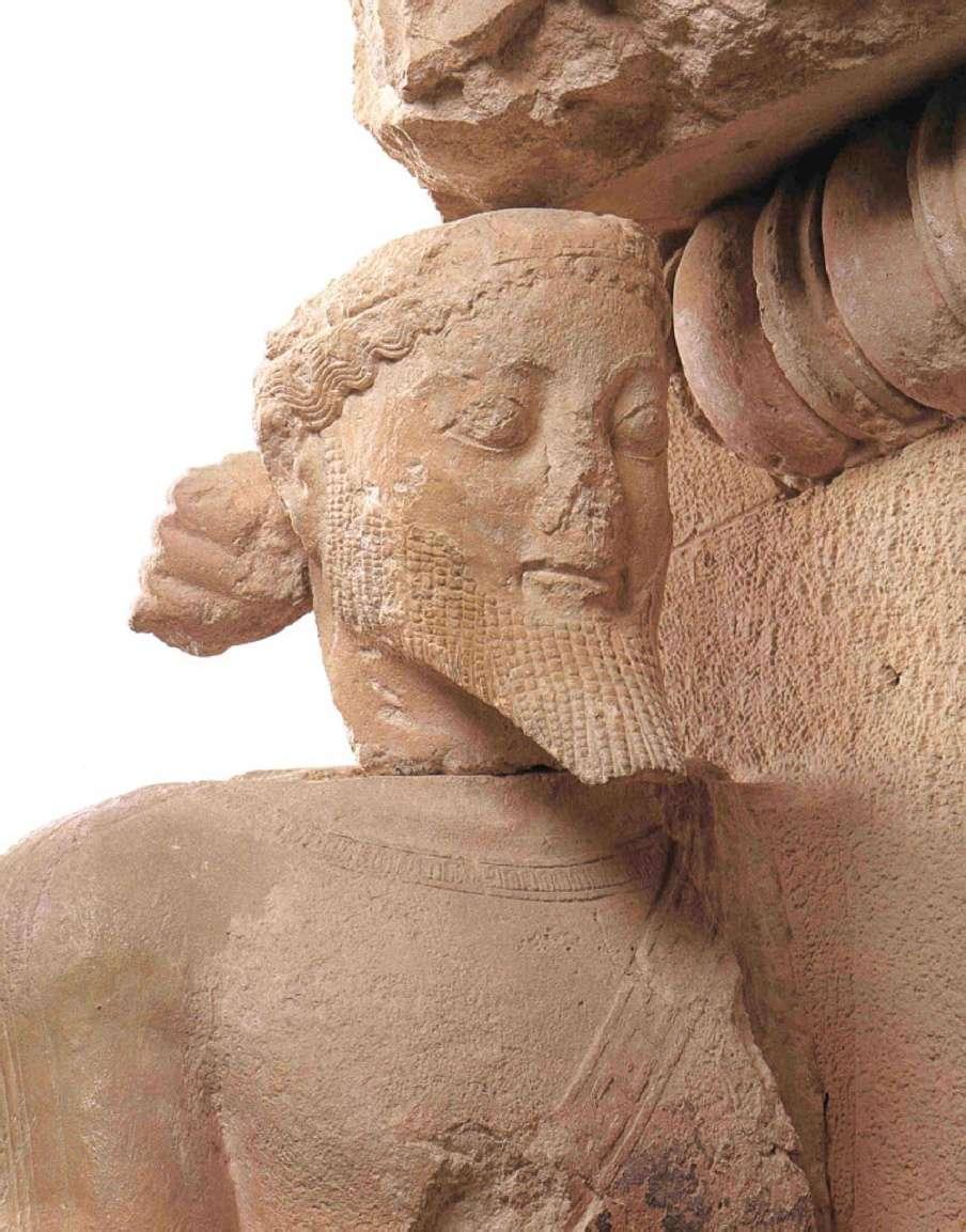 Η κεφαλή και το επάνω μέρος του ένθρονου Δία από το αέτωμα της Αποθέωσης του Ηρακλή. Μουσείο Ακρόπολης, Αθήνα.