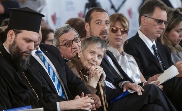 Η Παιδεία είναι το μόνο αντίδοτο στην κρίση και ξεκινά από το σπίτι, σημείωσε κατά την ομιλία της στο Παγκόσμιο Φόρουμ των Δελφών, η κυρία Ελένη Γλύκατζη-Αρβελέρ, πρόεδρος του Ευρωπαϊκού και Πολιτιστικού Κέντρου των Δελφών.