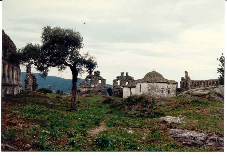 Ερείπια της Αθωνιάδας Σχολής στο Άγιον Όρος