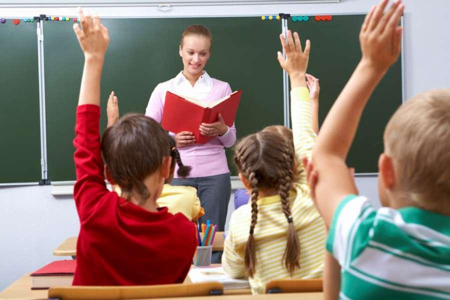 Η αυτονομία της σχολικής μονάδας σημαίνει την αποκοπή του δημόσιου σχολείου από την κρατική χρηματοδότηση και τη μετατροπή του σε εμπορευματοποιημένη και ιδιωτικοποιημένη ζώνη.