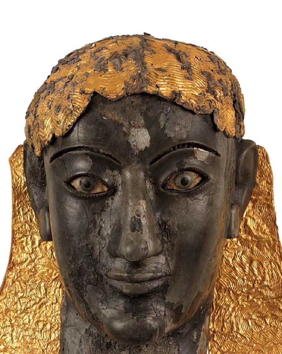 Κεφάλι χρυσελεφάντινου αγάλματος, πιθανόν του θεού Απόλλωνα. Αρχαιολογικό Μουσείο Δελφών
