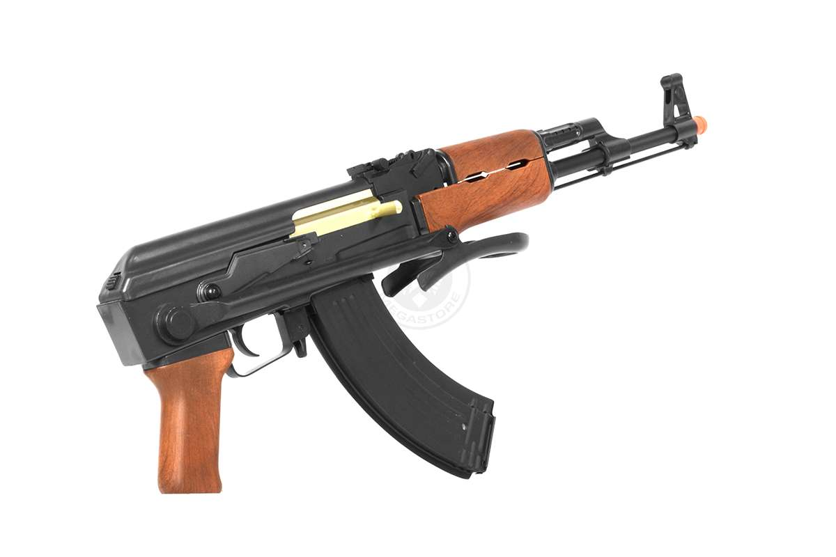 Το AK-47 ή Καλάσνικωφ είναι πυροβόλο επιθετικό τυφέκιο πιέσεως αερίων με επιλογέα βολής που δέχεται φυσίγγια 7.62×39mm. Αναπτύχθηκε για πρώτη φορά στη Σοβιετική Ένωση από τον Μιχαήλ Τιμοφέγεβιτς Καλάσνικωφ.