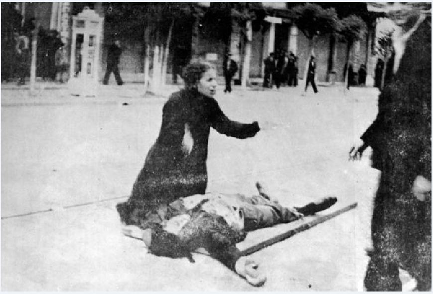 Τον Μάιο του 1936, οι εργάτες της Θεσσαλονίκης κατέβηκαν σε απεργία διαμαρτυρίας εξαιτίας του άδικου καθορισμού των μεροκάματων. Στις 9 Μαΐου η αστυνομία άνοιξε πυρ χωρίς προειδοποίηση και πυροβόλησε τους άοπλους απεργούς, σκοτώνοντας δεκάδες και τραυματίζοντας εκατοντάδες.