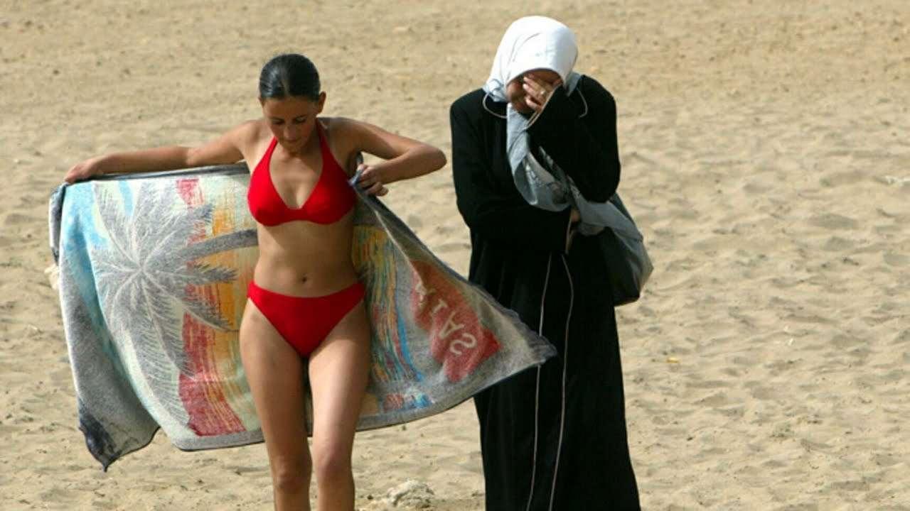 Ζητήματα όπως π.χ. η μπούργκα είναι εκδηλώσεις της αντίφασης ανάμεσα στη σκληροπυρηνική ισλαμική ταυτότητα και σε βασικές δυτικές αξίες.