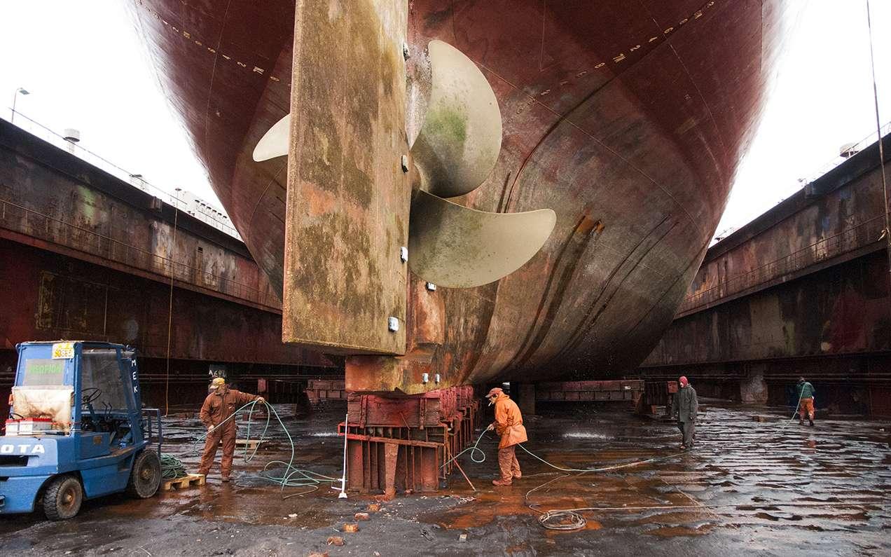 Σήμερα, ενώ οι Ελληνες εφοπλιστές συνεχίζουν να καταρρίπτουν τα ρεκόρ στις ναυπηγήσεις νέων πλοίων, η εγχώρια ναυπηγική βιομηχανία έχει βυθιστεί στην παρακμή.