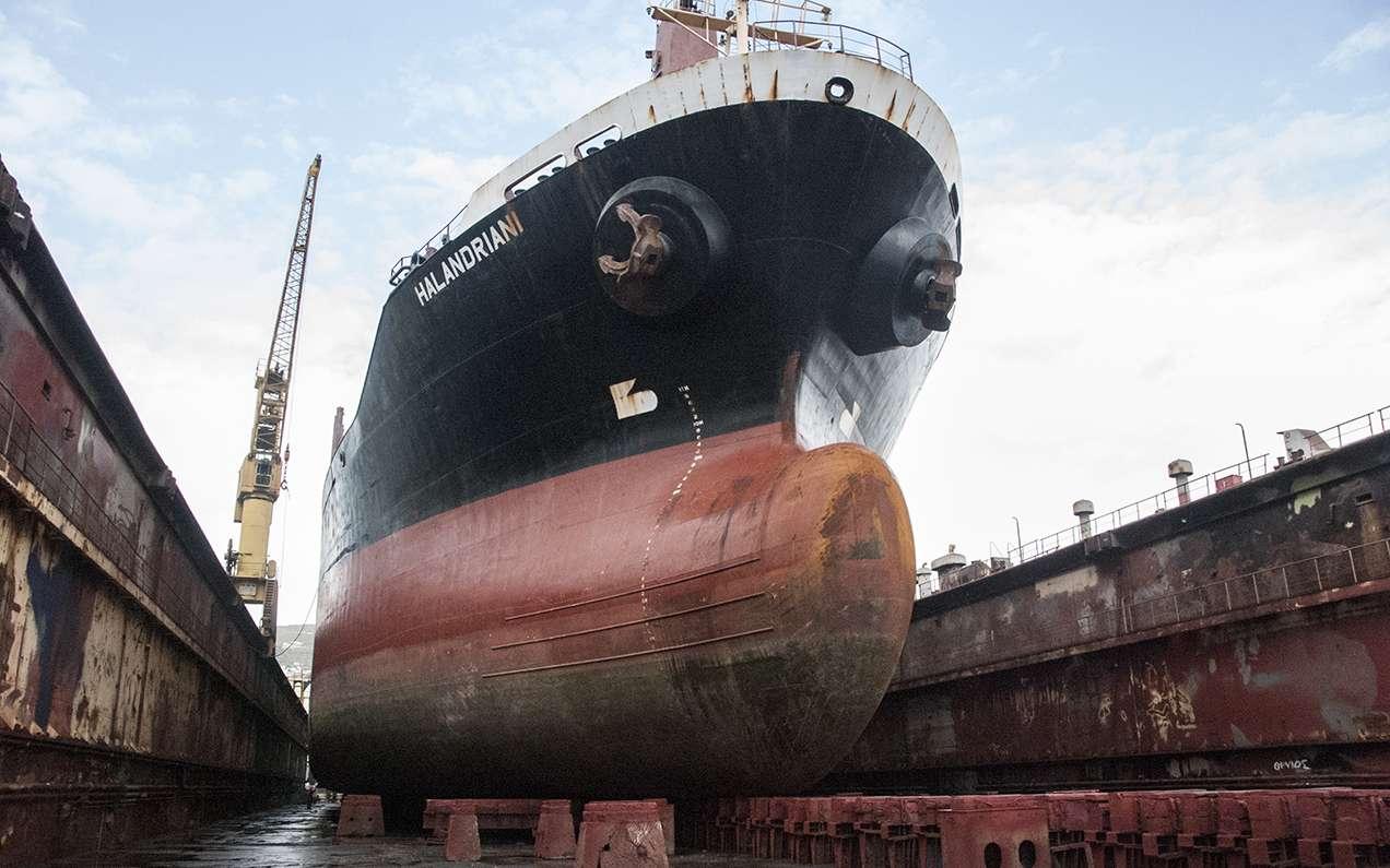 Σύμφωνα με τα πιο πρόσφατα στοιχεία, οι Έλληνες ελέγχουν 5.226 ποντοπόρα πλοία συνολικής χωρητικότητας 334,6 εκατ. τόνων (dwt).