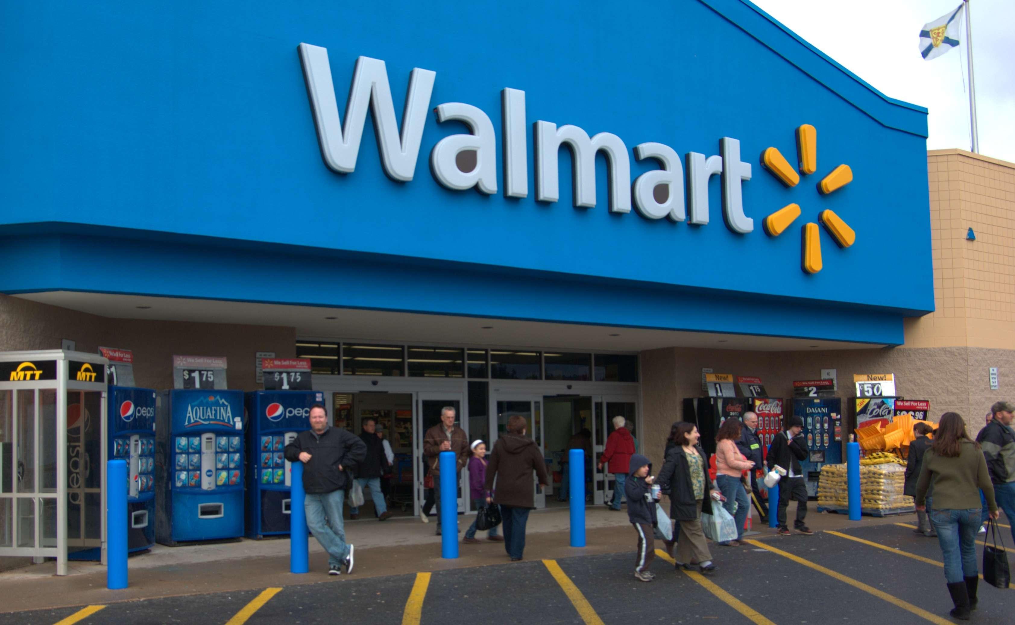 Η Wal – Mart δεν επιτρέπει στους εργαζομένους της να σχηματίσουν συνδικάτα. Αν οι εργαζόμενοι φτάσουν πολύ κοντά στο να οργανωθούν συνδικαλιστικά, η Wal – Mart απλώς κλείνει το κατάστημα και μετακομίζει αλλού».