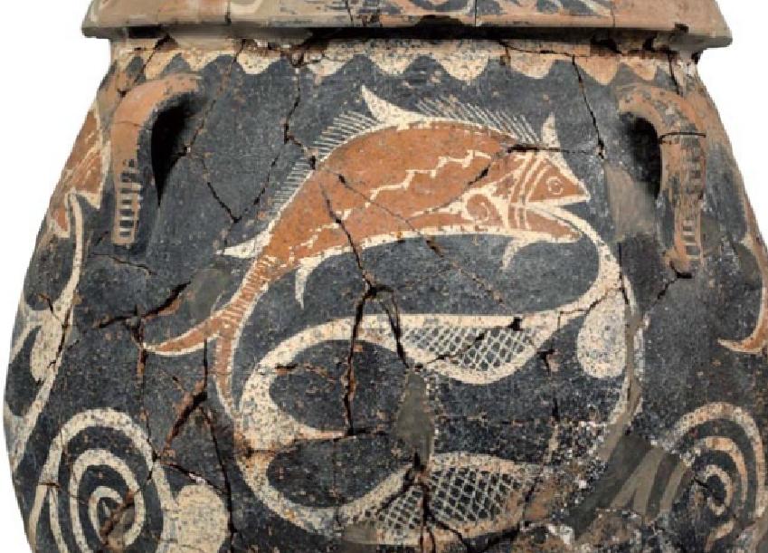 Πιθαράκια καραμαϊκού ρυθμού με διακόσμηση ψαριών, σπειρών και δικτυωτών. Φαιστός, παλαιοανακτορική περίοδος, 1800-1700 π.Χ. Αρχαιολογικό Μουσείο Ηρακλείου. Piramaria rhythms with decoration of fish, coils and nettles. Phaistos, Paleopalatial period, 1800-1700 BC Archaeological Museum of Heraklion.