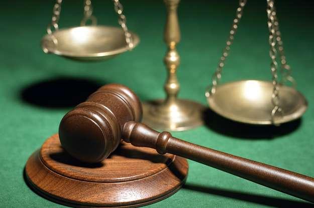 Η λειτουργία ενός δικαστικού συστήματος κοστίζει, και οι κανόνες του παιχνιδιού ορίζουν πόσο μεγάλο είναι το κόστος και ποιοι το επωμίζονται.