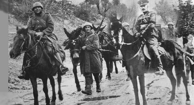 Ο Κωνσταντίνος Δαβάκης (1897 - 21 Ιανουαρίου 1943) ήταν Έλληνας στρατιωτικός, συνταγματάρχης πεζικού και ήρωας του ελληνοϊταλικού πολέμου του 1940. Γεννήθηκε στα Κεχριάνικα Λακωνίας το 1897 και πέθανε στην Αδριατική θάλασσα τον Ιανουάριο του 1943.