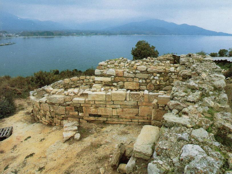 Άποψη του αψιδωτού οικοδομήματος από τα ανατολικά.