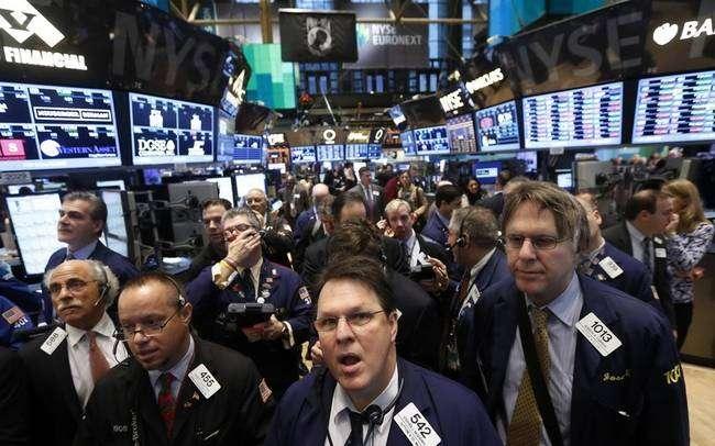 Βρισκόμαστε στη στιγμή που το Χρηματιστήριο είναι πιο δελεαστικό από τη δημιουργία μιας παραγωγικής μονάδας. Ο κάτοχος του κεφαλαίου προτιμά να το ρίξει στο χρηματιστήριο προσδοκώντας γρήγορο κι εύκολο κέρδος παρά να εμπλακεί με τη δημιουργία μιας νέας επιχείρησης.