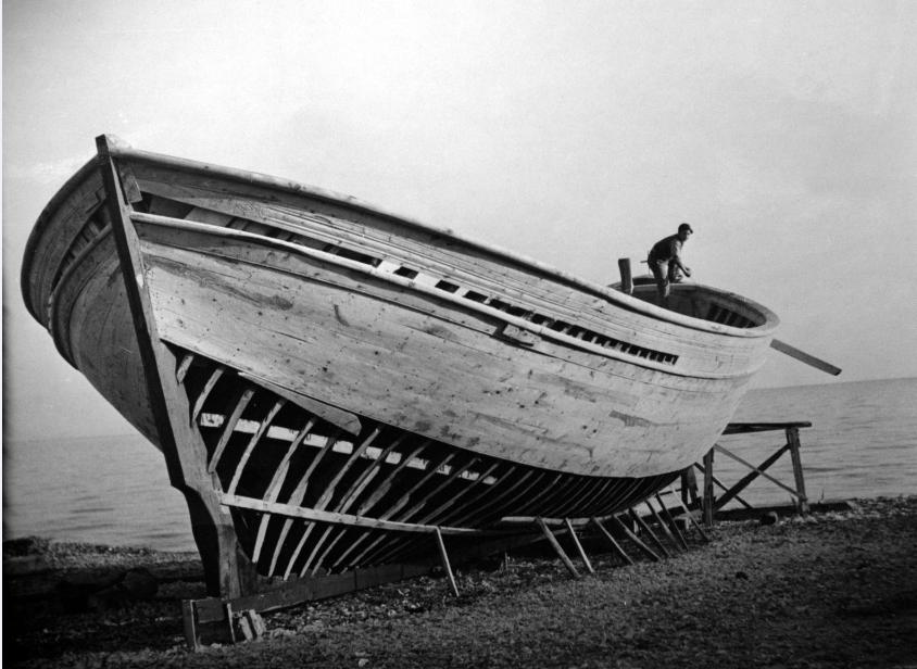 Νοέμβριος του 1944, καρνάγιο Ιερισσού. Μία από τις παλιότερες ως τώρα φωτογραφίες των ναυπηγίων της Ιερισσού. Από τον ΝΖW.G. McClymont (Photos Ref PAColl-4161-01-102) Εθν. Βιβλ. ΝΖ, [αρχείο Χρήστου Καραστέργιου].