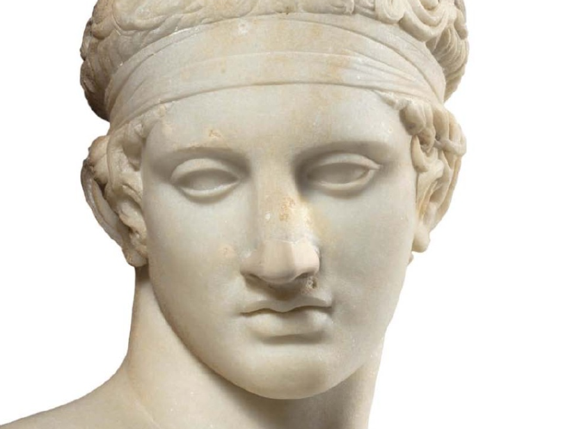 Μαρμάρινο άγαλμα νέου διαδούμενου. (Λεπτομέρεια) Ρωμαϊκής εποχής, αντίγραφο από έργο του Πολύκλειτου από το Άργος 5ος αιώνας π. Χ.. Εθνικό Αρχαιολογικό Μουσείο