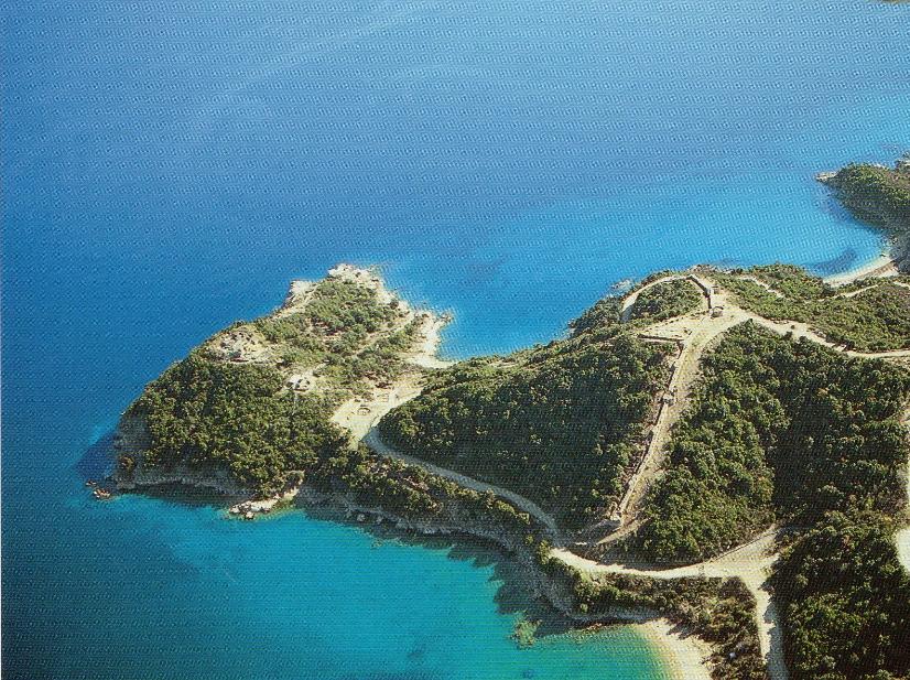 Η χερσόνησος των Αρχαίων Σταγείρων . Αεροφωτογραφία από Δυτικά