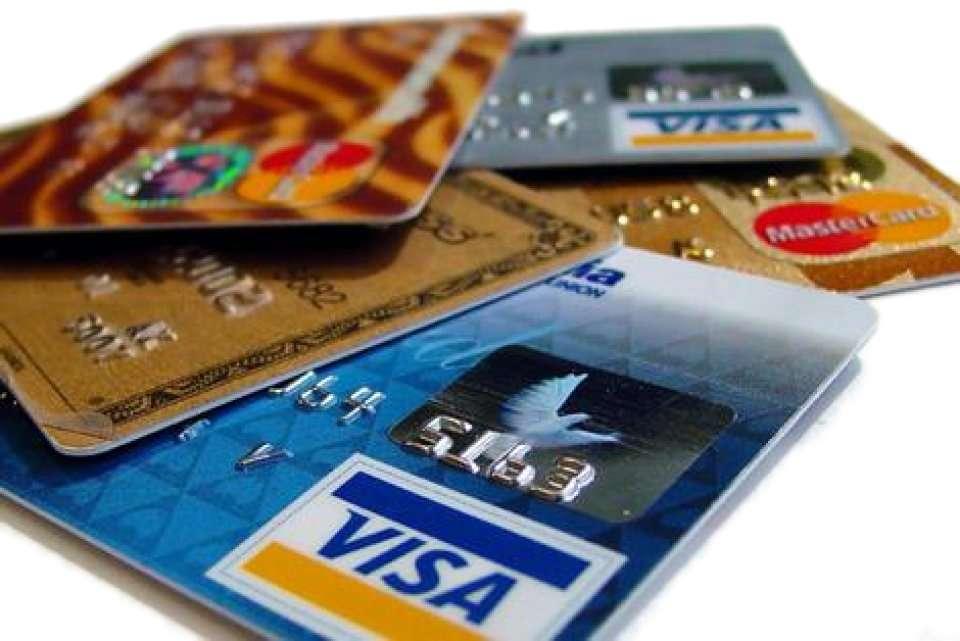 Όλες οι οικονομικές καινοτομίες εμπεριέχουν, υπό τη μία ή την άλλη μορφή, τη δημιουργία χρέους που εξασφαλίζεται περισσότερο ή λιγότερο επαρκώς από τα πραγματικά περιουσιακά στοιχεία.