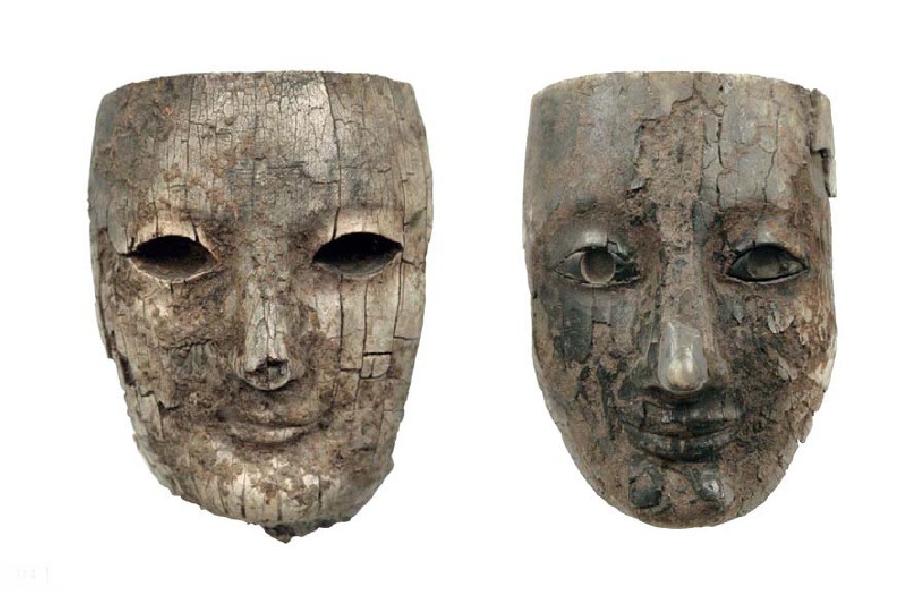 Κεφάλια από ελαφαντοστένια αγαλματίδια. 6ος αιώνας π.Χ. Αρχαιολογικό Μουσείο Δελφών. Heads of venetian statuettes. 6th century BC Archaeological Museum of Delphi