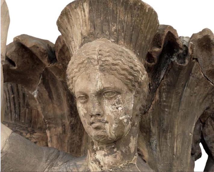 «Ο κίονας με τις χορεύτριες», λεπτομέρεια. Αρχαιολογικό Μουσείο Δελφών