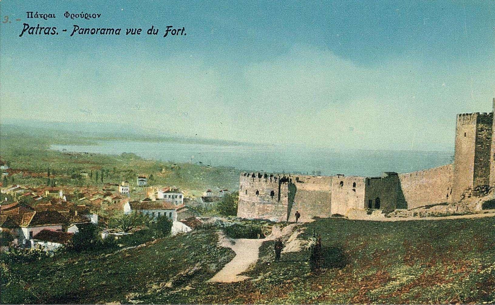 Όψη του κάστρου της Πάτρας σε φωτογραφία του 19ου αιώνα. Η κατασκευή των τειχών χρονολογείται από τα μέσα του 6ου αιώνα.