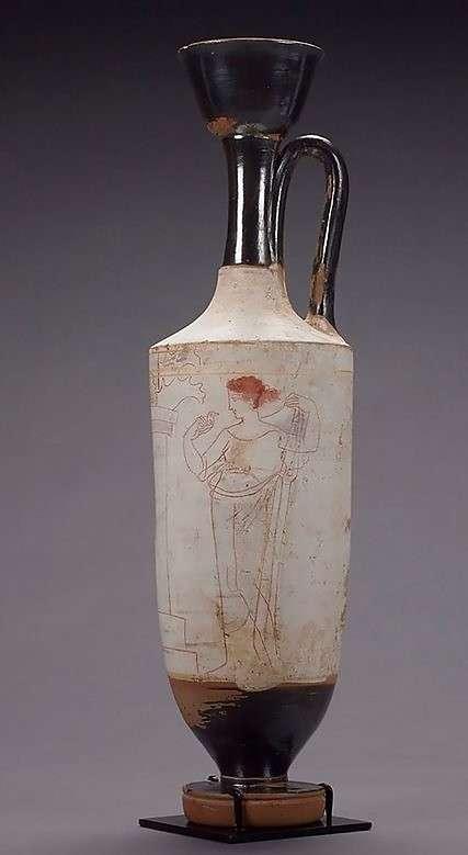Μεταξύ των αντικειμένων που κατασχέθηκαν την Παρασκευή από το σπίτι του Στάινχαρντ ήταν και μια περίτεχνη, λευκή αρχαιοελληνική λήκυθος, από τον πέμπτο αιώνα π.Χ., η αξία της της οποίας υπολογίζεται πως είναι τουλάχιστον 380.000 δολάρια.