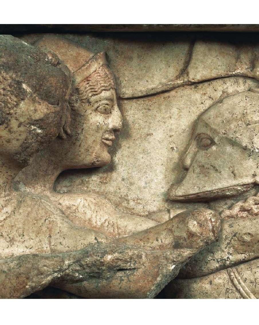 Θησαυρός των Σιφνίων. Λεπτομέρεια από τη σκηνή της γιαγαντομαχίας. Γύρω στα 525 π.Χ. Αρχαιολογικό Μουσείο Δελφών. Treasure of the Siphnians. Detail from the scene of the crackdown. Around 525 BC Archaeological Museum of Delphi.