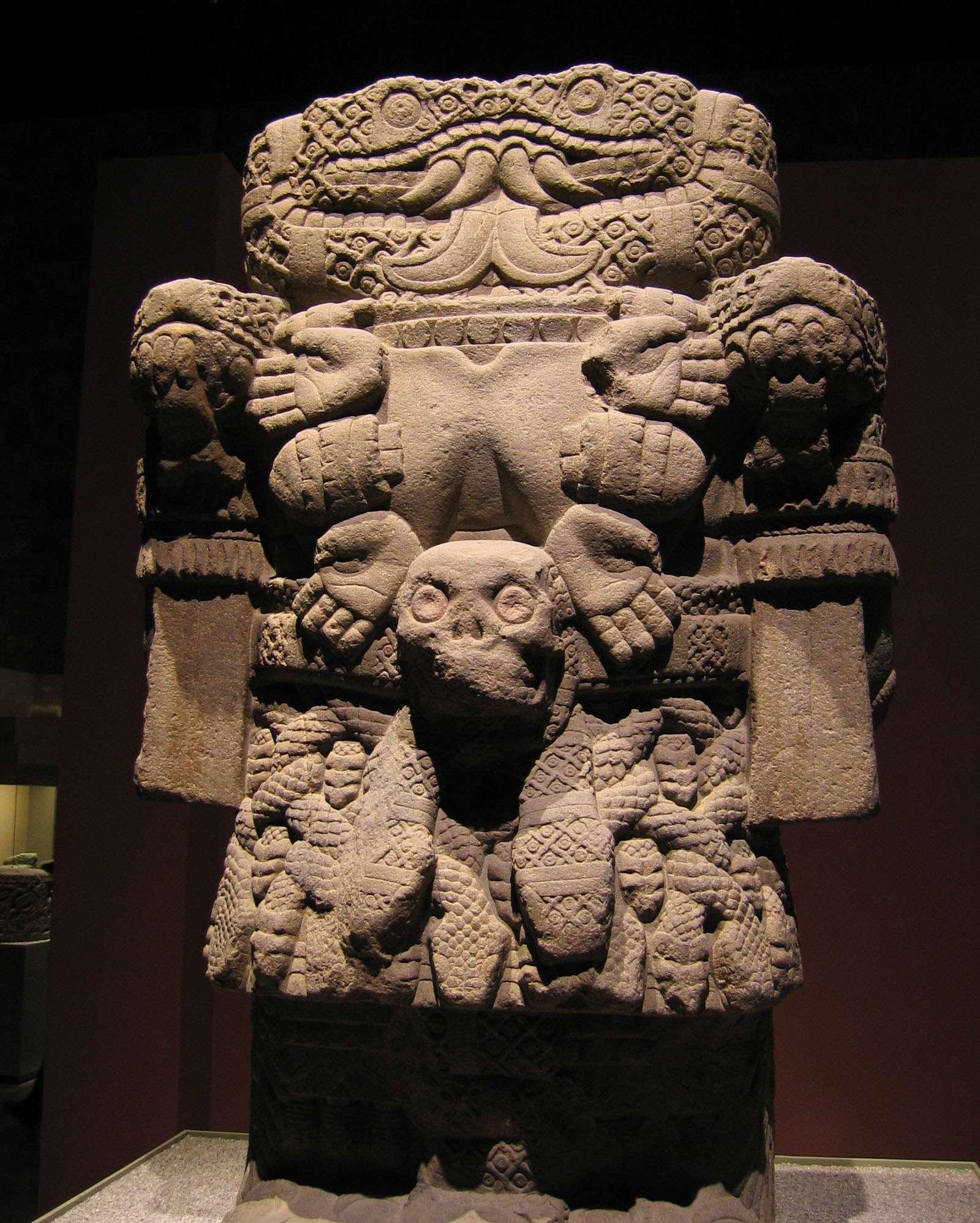 Η Κοατλίκουε (Cōātlīcue), η Μητέρα Θεά Γη των Αζτέκων. Εθνικό Μουσείο Ανθρωπολογίας της Πόλης του Μεξικού.