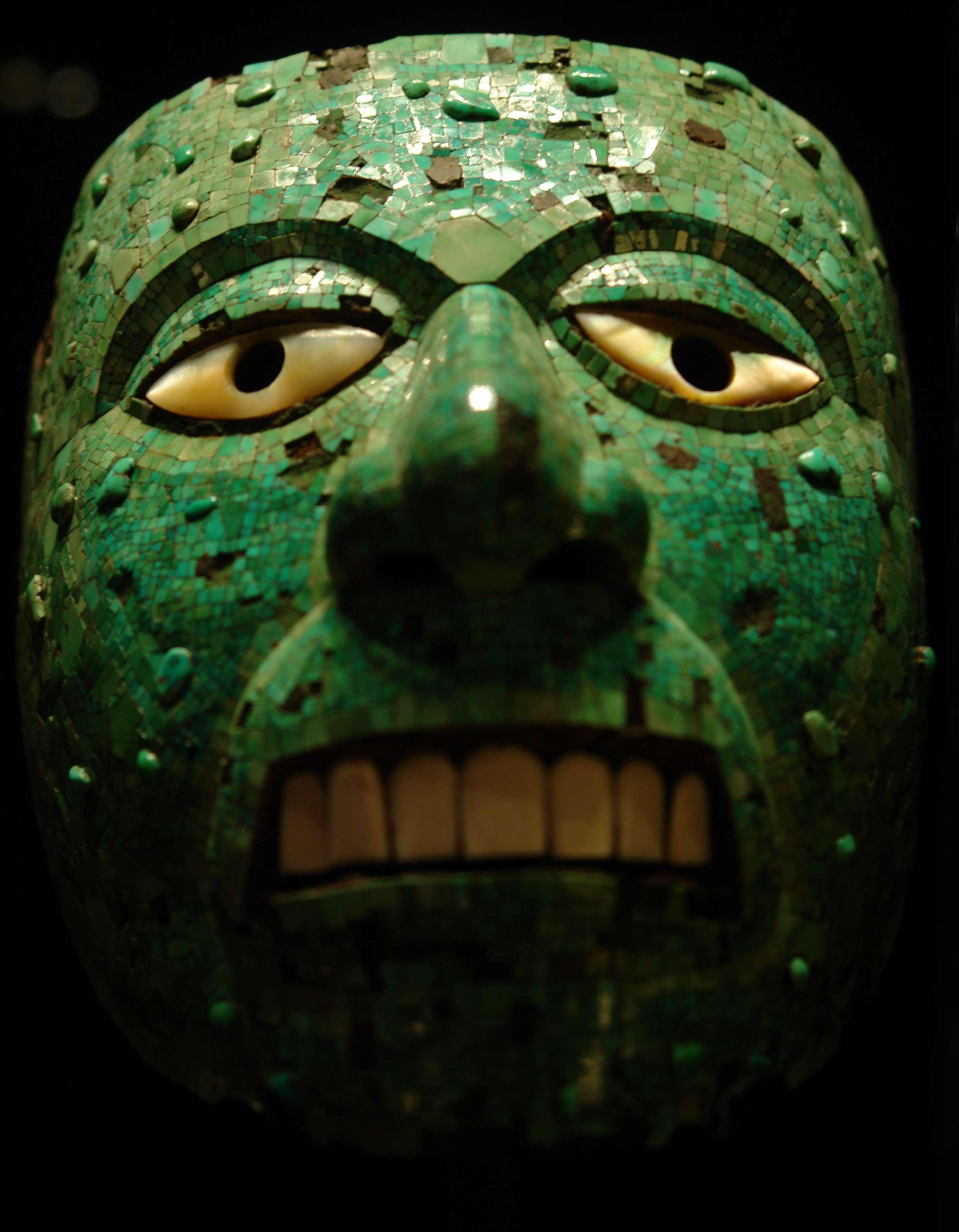 Μάσκα από τιρκουάζ του θεού της φωτιάς Σιουτεκούτλι, κατασκευής Αζτέκων ή Μιξτέκων. Βρετανικό Μουσείο, Λονδίνο.
