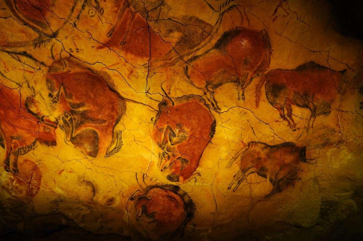 Το σπήλαιο της Αλταμίρα βρίσκεται στην Κανταβρία, στην Ισπανία και συγκεκριμένα 33 χιλιόμετρα από την πρωτεύουσα Σανταντέρ, ανάμεσα στους λόφους πέρα από τη Santillana del Mar και ανακαλύφθηκε τυχαία από έναν βοσκό το 1868. Περιέχει σημαντικές προϊστορικές σπηλαιογραφίες.