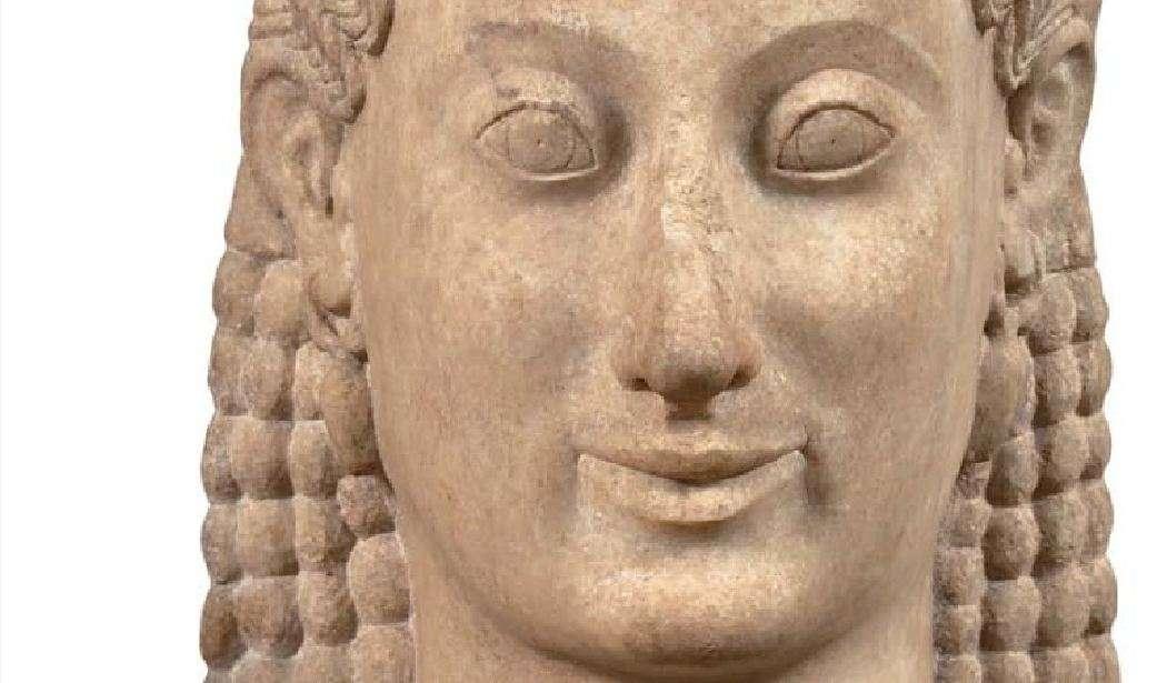 Ο Κούρος της Μερέντας και η κόρη Φρασίκλεια. Έργο του γλύπτη Αριστίωνα από την Πάρο, γύρω στα 540-530 π.Χ. Εθνικό Αρχαιολογικό Μουσείο. Kouros of Meredanda and daughter Frasiclia. The work of sculptor Aristion from Paros, around 540-530 BC. National Archaeological Museum.