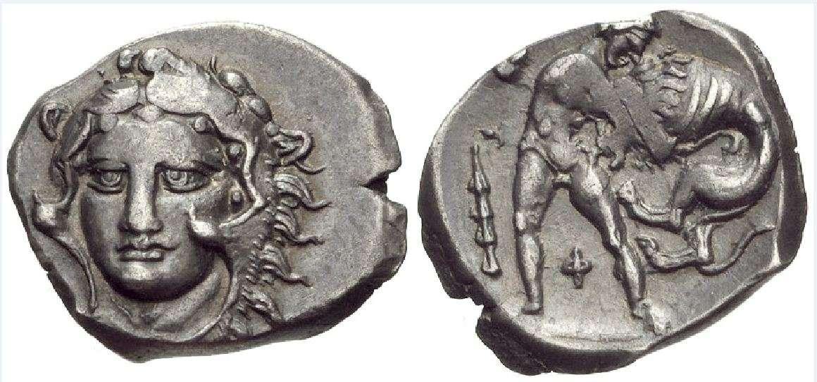 Διόβολος από την Καλαβρία. Calabria, Tarentum. Circa 325-280 BC. AR Diobol (13mm, 1.17 g, 3h). Head of Herakles facing slightly left Heracles strangling the Nemean Lion; Φ between Herakles' legs; club to left.