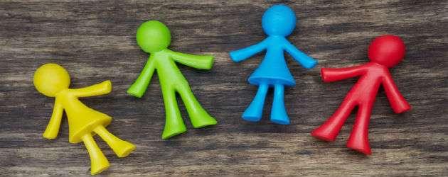Κάθε παιδί που αργεί να μιλήσει, που δεν επικοινωνεί κατά την εκτίμηση κάποιων με τον τρόπο που θα έπρεπε, το τοποθετούν στο περιβόητο φάσμα του αυτισμού και ξεκινούν οι ειδικές θεραπείες.