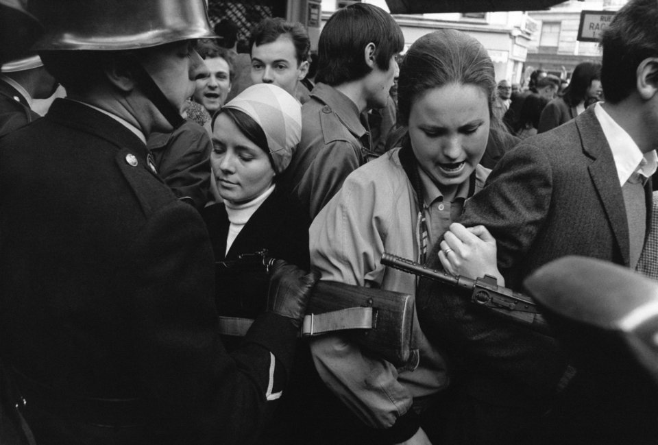 Όταν ζούσες εκείνη την περίοδο, κάθε μέρα γινόταν μια εξέγερση, κάπου υψώνονταν οδοφράγματα… από την Πράγα έως το Μεξικό και την Ιαπωνία. Το '68 ήταν μια παγκόσμια επανάσταση.