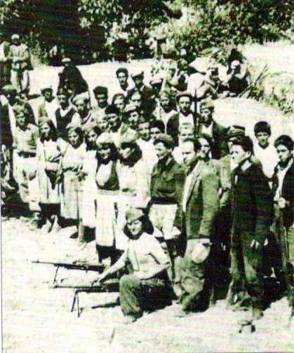 Σύνεδροι του ΣΝΟΦ στο Δενδροχώρι Καστοριάς τον Απρίλιο του 1944.