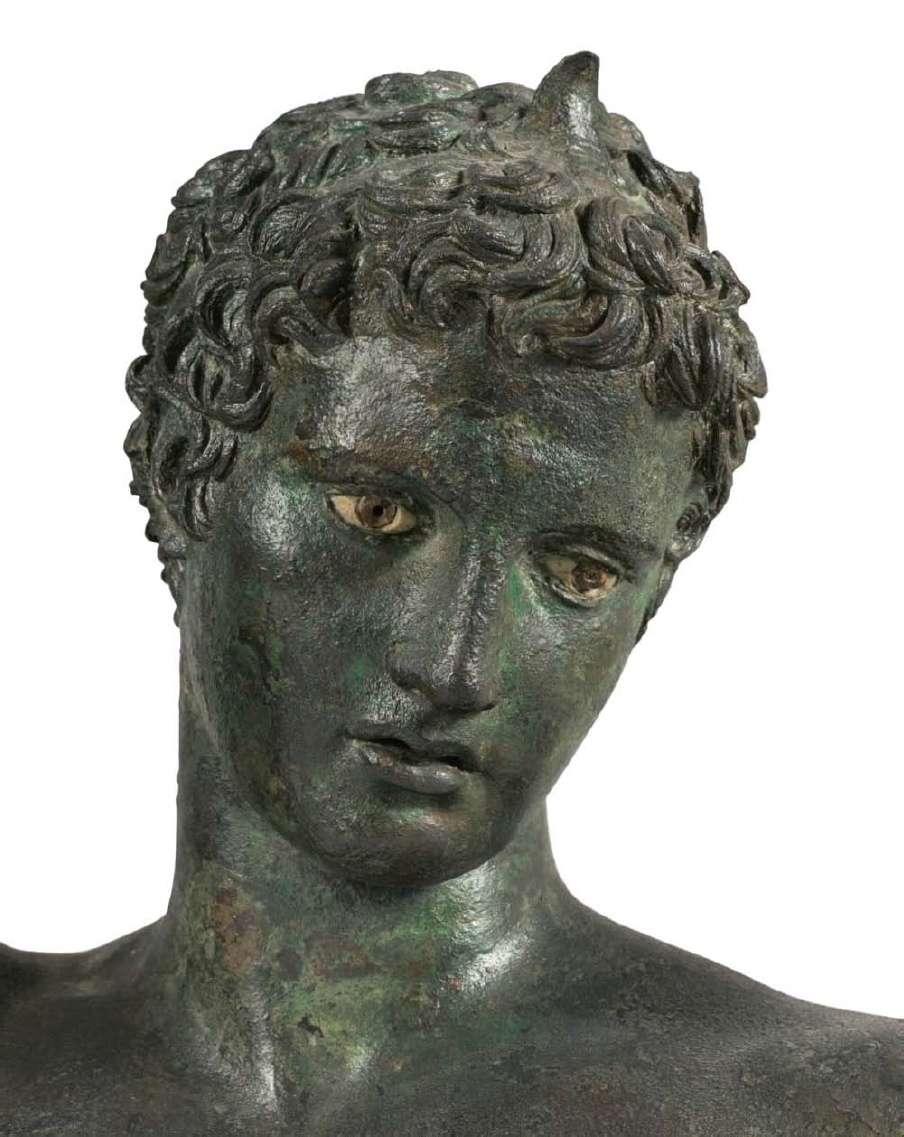 Ο έφηβος των Αντικυθήρων είναι ένα χάλκινο άγαλμα της ελληνιστικής περιόδου, το οποίο ανελκύθηκε από ένα ναυάγιο του 1ου αιώνα π.Χ., το ναυάγιο των Αντικυθήρων.