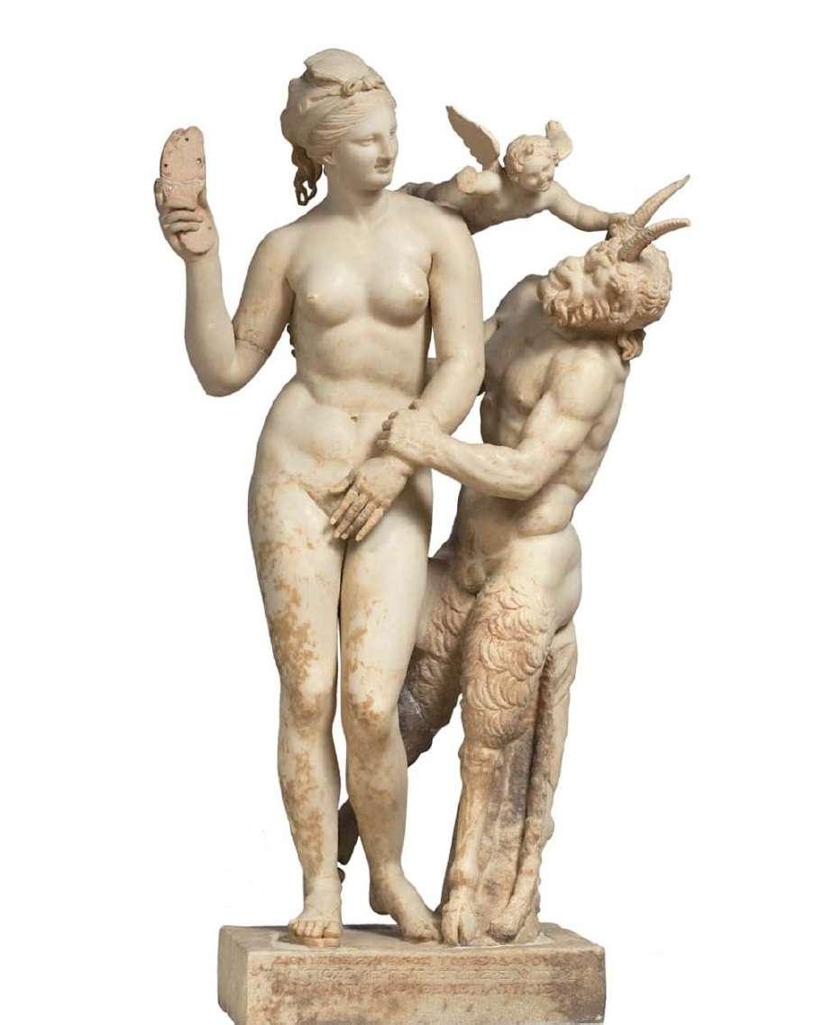 Σύμπλεγμα Αφροδίτης, Έρωτα και Πάνα από τη Δήλο. Χαρακτηριστικό παράδειγμα του ελληνιστικού ροκοκό, με το ανάλαφρο θέμα της ερωτικής παρενόχλησης της θεάς του έρωτα από τον τραγοπόδαρο θεό (γύρω στο 100 π.Χ.). Εθνικό Αρχαιολογικό Μουσείο. Αθήνα.