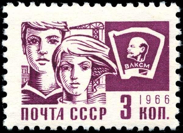 Το 1921 ο Ζαχαριάδης είναι γραμματέας της κομμουνιστικής οργάνωσης που καθοδηγεί τους νέους εργάτες στην Πόλη. Τον ίδιο χρόνο γίνεται και μέλος της Κομσομόλ και τον επόμενο χρόνο, μέλος του Μπολσεβικικού Κόμματος, ενώ στα μέσα του επόμενου χρόνου φοιτά στη Μόσχα στο «Κομμουνιστικό Πανεπιστήμιο των Εργαζομένων της Ανατολής». Σοβιετικό γραμματόσημο.