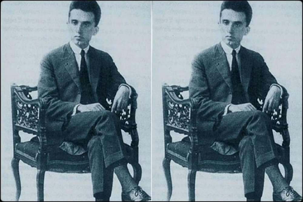 Ο Κώστας Καρυωτάκης (30 Οκτωβρίου 1896 – 21 Ιουλίου 1928) ήταν Έλληνας ποιητής και πεζογράφος. Γεννήθηκε στην Τρίπολη στις 30 Οκτωβρίου 1896 και αυτοκτόνησε στην Πρέβεζα το απόγευμα της 21ης Ιουλίου 1928.