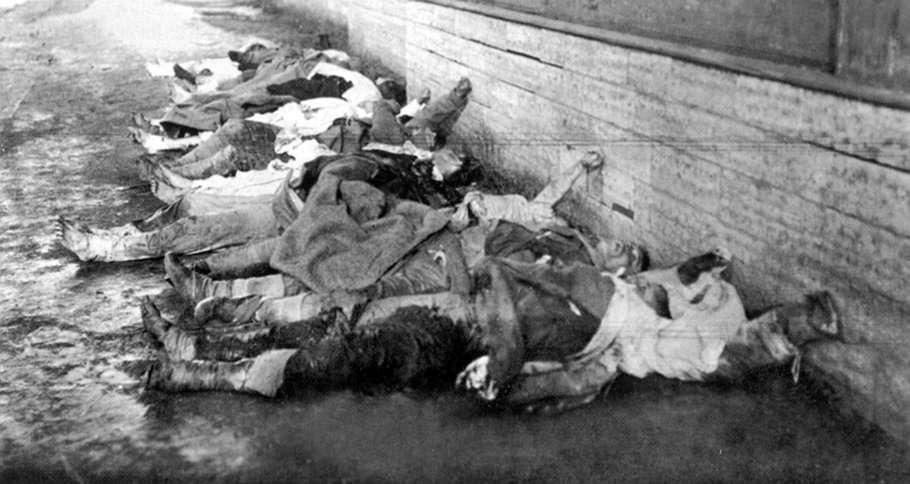 Σύμφωνα με τα σοβιετικά αρχεία, στην εξέγερση της Κροστάνδης ο Κόκκινος Στρατός έχασε 527 άνδρες, ενώ 3285 ήταν οι τραυματίες. Οι απώλειες για τους εξεγερμένους ανήλθαν σε 1000 νεκρούς και 2000 τραυματίες. 2500 συνελήφθησαν και 8000 διέφυγαν στη Φιλανδία.
