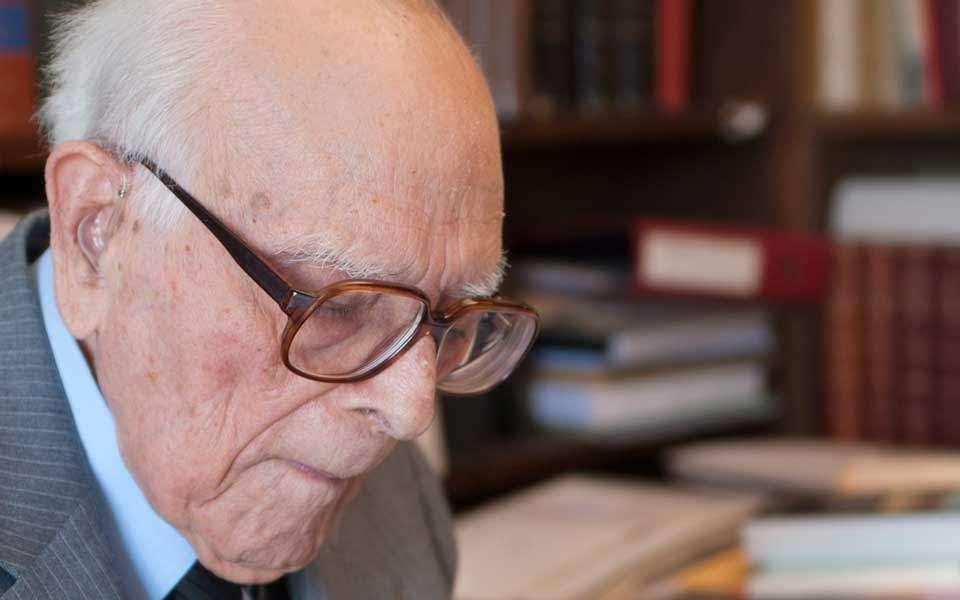 Ο κορυφαίος Έλληνας φιλόλογος Εμμανουήλ Κριαράς άφησε παρακαταθήκη ένα τεράστιο έργο.