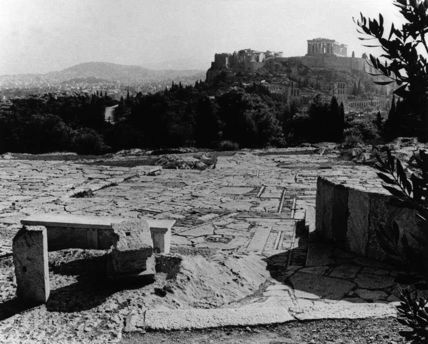 Δημήτρης Πικιώνης. Διαμόρφωση του χώρου γύρω από την Ακρόπολη και τον Λόφο του Φιλοπάππου, 1954-1958.