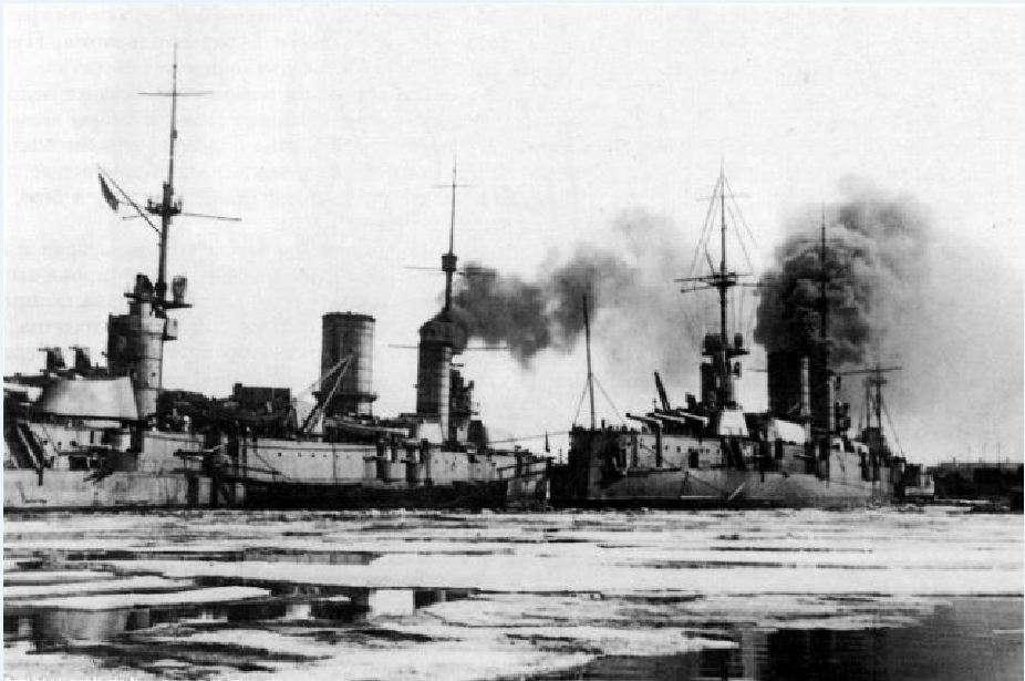 Τα θωρηκτά Sevastopol και Petropavlovsk Φωτογραφία: Commons.wikimedia.org