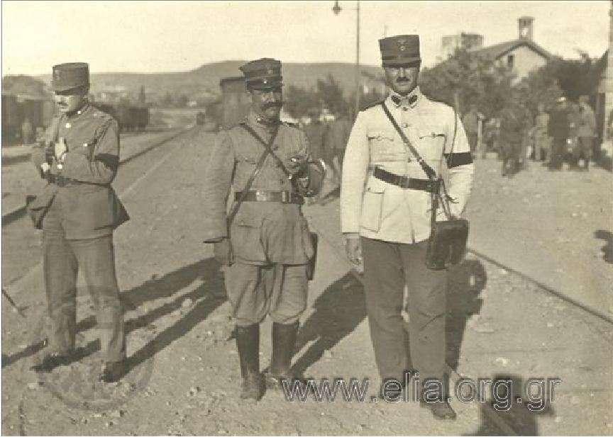 Έλληνες αξιωματικοί σε σιδηροδρομικό σταθμό. Μικρά Ασία. 1919-1920.